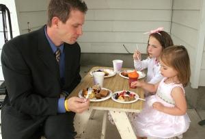 kids-table-make-less-noise