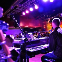 4 Leadership Lessons from a Piano Bar...